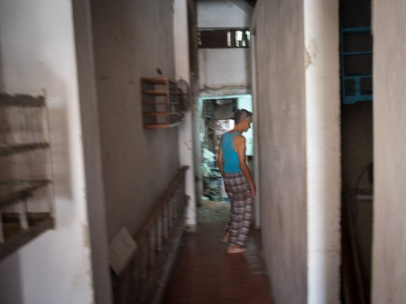 a corridor of a chinese house in cuba, pictures and photos of last chineses in cuba
