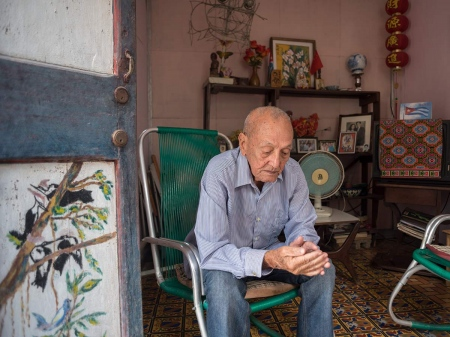 Pedro Eng, a chinese cuban in his house of Guanabacoa