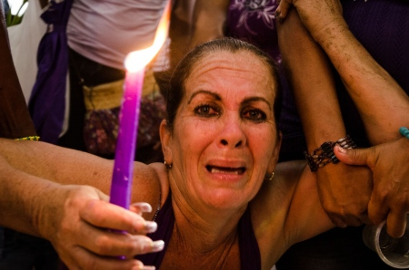candle and pain in cuba, by louis alarcon proffessional cuban photographer