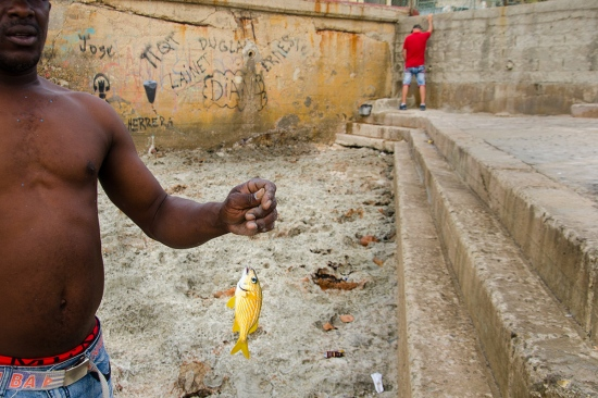 Fishing in Havana, street photography in cuba