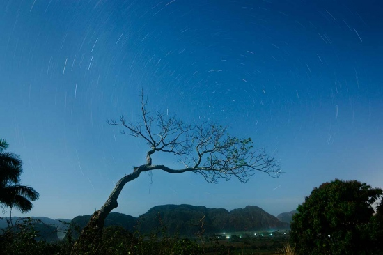 stars at night in Cuba, photo taken in Viñales by louis alarcon