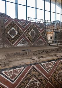 DSC_0029 Bloques de adobe decorado Patio Ceremonial del dios Aiapaec de la montaña Huaca de la Luna