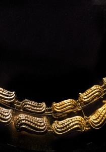 DSC_9643-2 Collar de frutos en oro y plata. Representa el concepto de la dualidad Mochica
