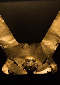 DSC_9737 Corona con emblema Señor de Ucupe