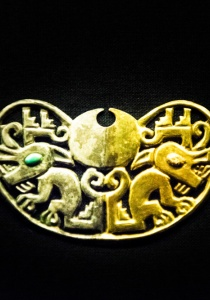 DSC_9916 Nariguera Ajuar Funerario,Emblemas de Poder y presencia Señora de Cao, Museo de Cao,Perú