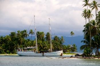 Puesta de sol en archipiélago de San Blas, Panamá.