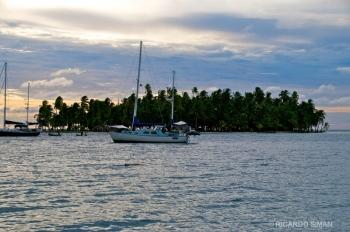 Puesta de sol en archipiélago de San Blas, Panamá