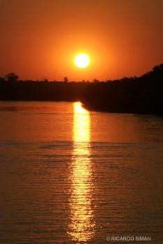 Puesta de sol en el río Zambezi, Zimbawe, Africa