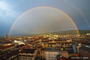 Arco Iris sobre ciudad de Turin
