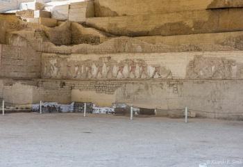DSC_9942 Mural con la Procesion de prisioneros en la terraza inferior de la Huaca Cao Viejo