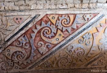 DSC_9975 Mural policromo con diseños del pez raya o matarraya