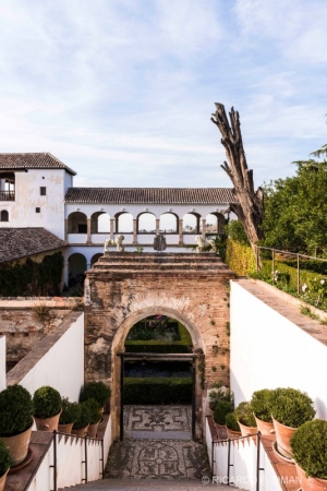 Entrada a unos de los Jardines del Alhambra de Granada