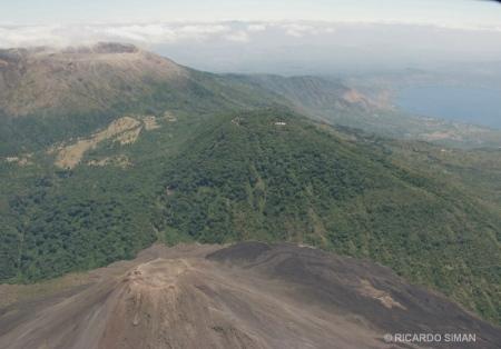 Vista de los volcanes de Izalco, Santa Ana y el cerro Verde.