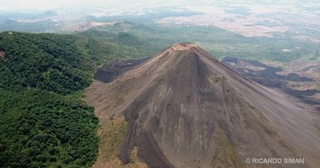 Vista aérea del volcán de Izalco
