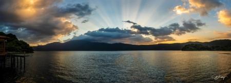 Panoramica de un bello atardecer, Lago de Coatepeque