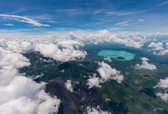 DSC_9128 Lago de Coatepeque - Volcan de Izalco.jpg