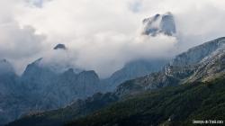 Una panorámica del Urriellu entre la niebla, 1de3 (siguiente+)