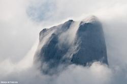 Y nos metemos, de pleno, en su cima peinada por la niebla, 3de3.