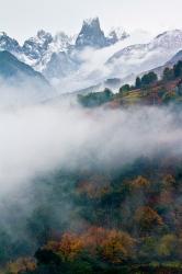 El picu Urriellu combinando el otoño y el invierno.
