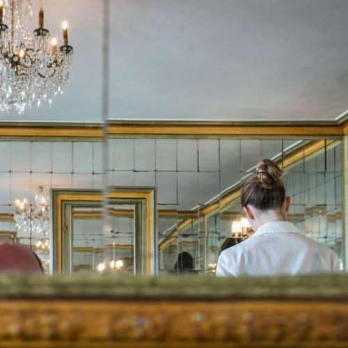 detrás del reflejo.-behind the reflection-