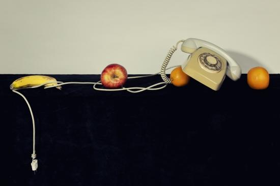 bodegon telefono inclinado