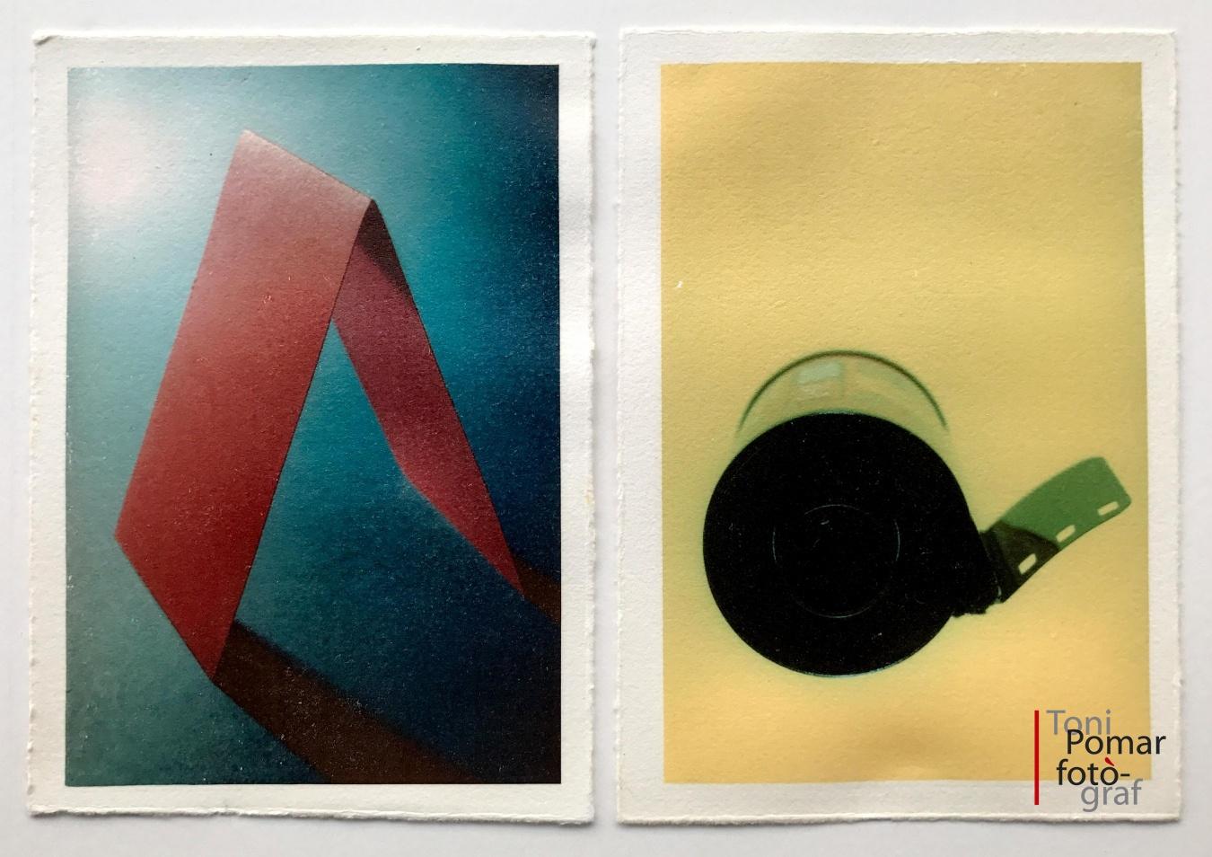 A - Cartolina doblegada en forma de prisma triangular   a- Rodet de pel·lícula de pas universal - Alfabet - Toni Pomar. Alfabet