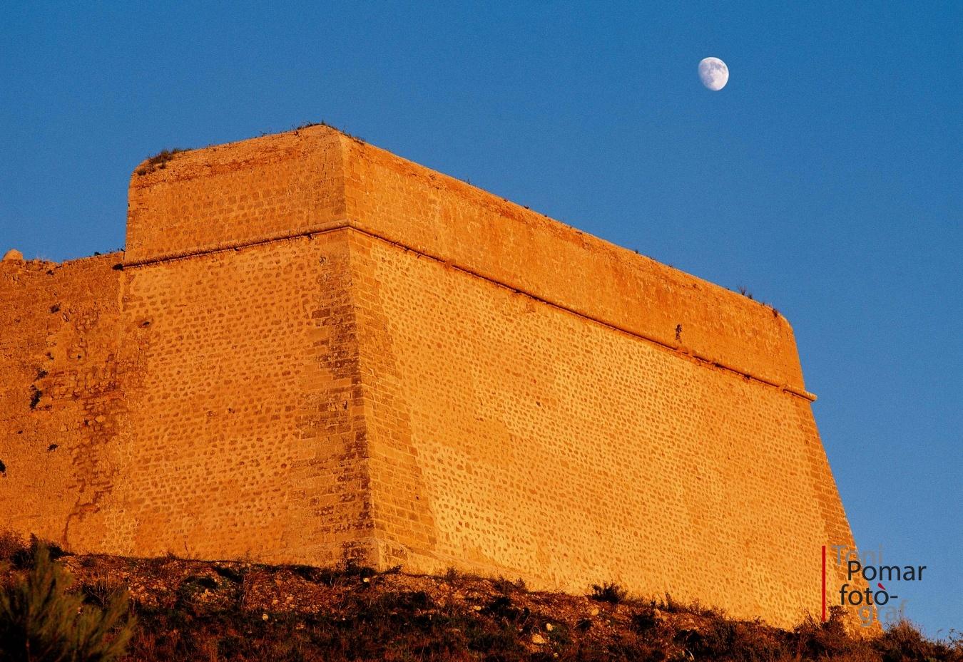 Ibiza. La nave de piedra - Toni Pomar. Ibiza la nave de piedra