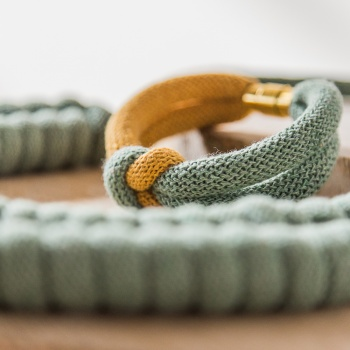Akita (Joyería textil)