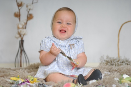 Almudena bebita y familia