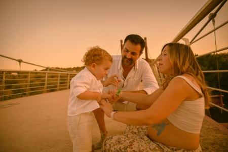 Darío, Miguel y Begoña embarazada