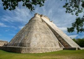 Pirámide maya de Uxmal. México