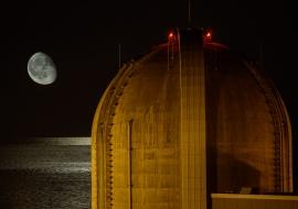 Luna y Mar Mediterráneo. Central Nuclear Vandellós II. Energía nuclear