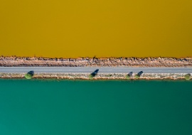 A road divide the fresh water from water contaminated by mining waste. Rio Tinto. Huelva. Spain