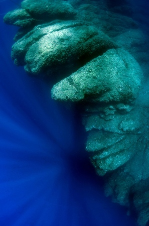 Rayos convergentes (Primer premio categoría Submarina angular III Concurso Naturforo AEFONA). Es Dau Petit, Ibiza.